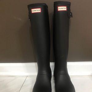 BRAND NEW Matte black Hunter rain boots